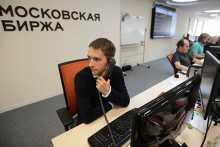 Российский рынок акций в начале дня немного сползает в рамках коррекции