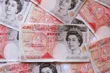 Фунт дешевеет к доллару на заявлении Банка Англии