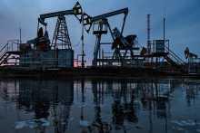 Нефть перешла к росту на ослаблении доллара