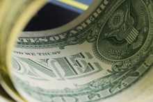 Доллар дешевеет к мировым валютам на низкой доходности гособлигаций США