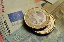 Курс евро растет к доллару после данных о рекордной с 2008 года инфляции в еврозоне