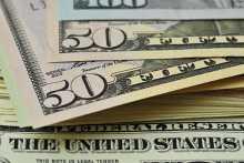 Курс доллара несколько замедлил снижение к евро на данных о росте деловой активности в США