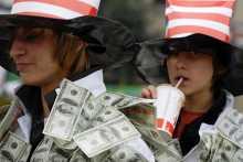 Инвестор советует поспешить с покупкой долларов и евро
