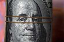 Доллар торгуется разнонаправленно к евро и иене на коронавирусных опасениях и статистике из США