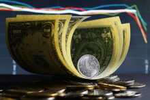 Эксперт Тузов считает, что рубль продолжит слабеть к доллару и после отказа от валюты США