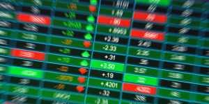 Российский рынок акций уверенно растет вслед за нефтью и рублем