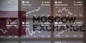 Рынок акций России ощутимо падает на внешнем негативе, тестируя важные уровни поддержки