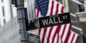 Биржи США закрылись незначительным снижением основных индексов