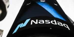 Фондовые индексы в США корректируются после снижения накануне