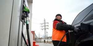 Биржевая цена бензина Аи-95 пятый день подряд бьет исторический рекорд в России