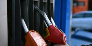 Торги бензином снизились на Петербургской сырьевой бирже
