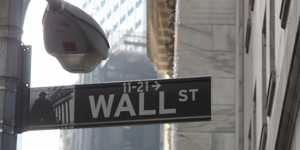Фондовые индексы США снизились на данных по заявкам на пособие по безработице