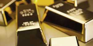 Золото дешевеет на фоне подъема рисковых настроений на рынках