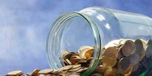 Золото умеренно дешевеет в ожидании итогов заседания ФРС