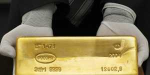 Фьючерсы на золото закрылись на семинедельном максимуме