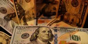 Средневзвешенный курс доллара снизился до 70,88 рубля