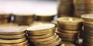 Рубль снижается к доллару и евро в начале дня