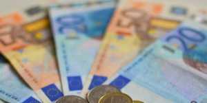 Официальный курс евро на выходные и понедельник вырос до 78,55 рубля