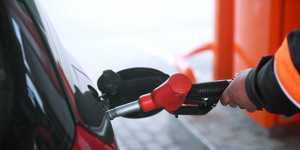Спрос на топливо на АЗС восстановился до уровня в 80-100% в разных регионах