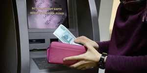 Росстат отметил рост задолженности по зарплате в России за май