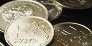 Рубль снижается к доллару и больше - к евро