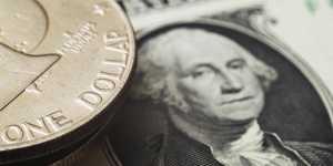 Доллар достиг двухлетнего минимума к евро и иене