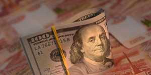 Финансист назвал момент, когда доллар рухнет быстрее рубля