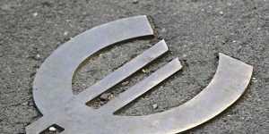 Официальный курс евро на вторник вырос до 90,01 рубля
