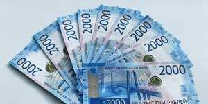 Рубль усиливает падение, евро уже по 81 рублю