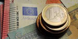 Евро торгуется у двухлетнего максимума к доллару