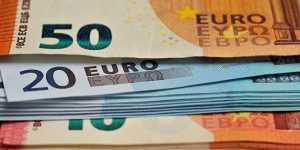 Официальный курс евро на выходные и понедельник снизился до 89,25 рубля