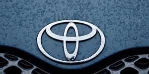 """Moody's изменило прогноз по рейтингу Toyota на уровне """"A1"""" на негативный"""