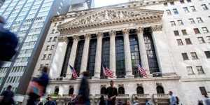 Фондовые индексы США в основном растут в рамках коррекции