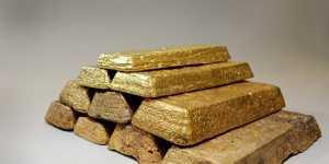 Золото слабо дешевеет на росте аппетита к риску