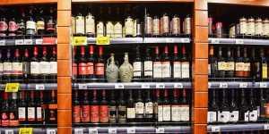 Российские ритейлеры сообщили о сложностях с поставками импортного алкоголя