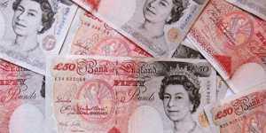 Фунт укрепляется к доллару в ожидании новостей из Великобритании