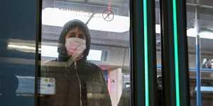 Минтранс рекомендует пассажирам и персоналу автотранспорта менять маски каждые 2-3 часа