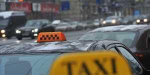 Дептранс: шесть такси из десяти не соблюдают меры по COVID в Москве