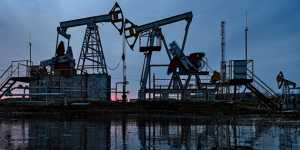 Цены на нефть колеблются на опасениях за спрос