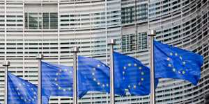 Индекс деловой активности в еврозоне в январе снизился до минимума