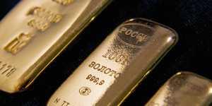 Золото дешевеет на укреплении доллара