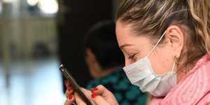 Россия выпускает в сутки 9 млн защитных масок