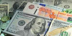 Средневзвешенный курс доллара снизился до 77,78 рубля