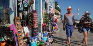 Путин призвал продлить программу возврата средств за отдых в России