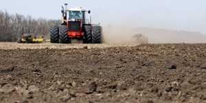 Минский тракторный завод поставит в Приангарье сельхозтехнику на льготных условиях