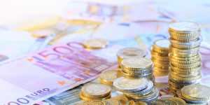 Официальный курс евро на выходные и понедельник снизился до 79,22 рубля