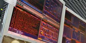 Фондовые биржи Европы восстанавливаются после обвала