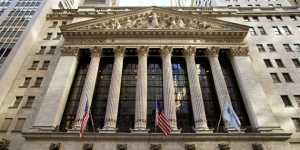 Биржи США снижаются в рамках коррекции и на усилении геополитических рисков