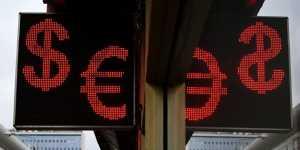Евро дорожает к доллару до максимума с начала января