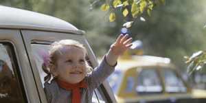 Эксперт рассказал, чем опасна езда на автомобиле с открытыми окнами
